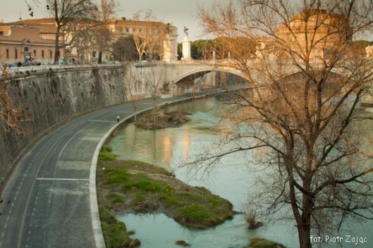Plan filmu Spectre wzdłuż rzeki Tyber w Rzymie