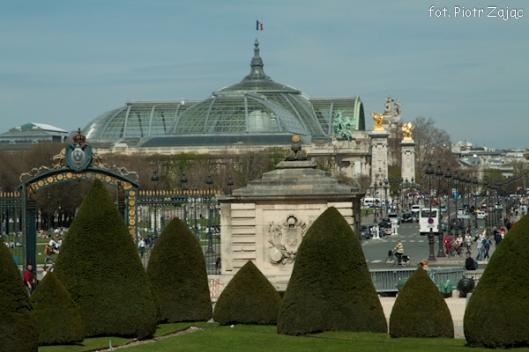 Widok z Esplanade des Invalides na most Aleksandra III i Grand Palais w tle