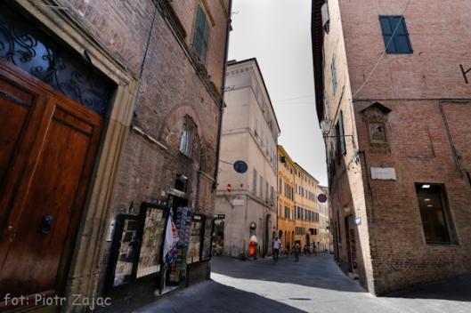 Via Pantaneto w Sienie, we Włoszech